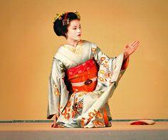 Maiko Katsuya (retired) of Gion Kobu
