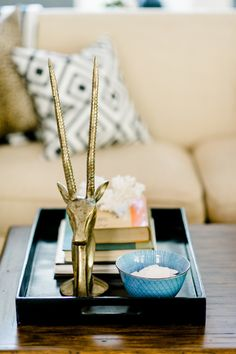 Safari inspired home decor: http://www.stylemepretty.com/living/2016/11/28/the-secret-to-making-your-home-look-more-worldly/ Photography: Caroline Lima - http://www.carolinelima.com/