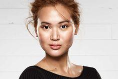 Efter år med mat hud, er det nu det dugfriske look, der er det sidste nye indenfor beauty, takket været K-beautyens stigende popularitet. Læs videre og find ud af, hvordan du får den der koreanske glød, uden at huden kommer til at glinse!