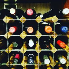 El Restaurante Luna en #carballeirasantacruz cuenta con una fantástica bodega. Vinos gallegos, españoles y del resto del mundo. #ribeiro #riasbaixas #valdeorras #monterrei #ribeirasacra #restaurant #wine http://misstagram.com/ipost/1552187651359185670/?code=BWKenHwAxsG