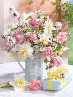 by Mariana Lokshima Beautiful Bouquet Of Flowers, Beautiful Flower Arrangements, My Flower, Pretty Flowers, Flower Pots, Floral Arrangements, Wedding Flowers, Happy Birthday Flower, Shabby Flowers