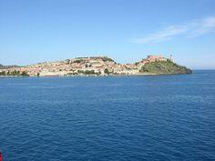 L'isola d'Elba, un luogo veramente incantevole. E' un posto che può offrire di tutto nello spazio di pochi chilometri. E' una bellezza naturale con pochi eguali. Qui possiamo trovare dei fondali marini dove fare immersioni, delle montagne per camminare...
