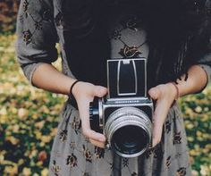 Girl with her camera. That's an awesome camera! More Pictures, Taking Pictures, Senior Pictures, Camera Lucida, Camera Shy, Reflex Camera, Camera Obscura, Love Natural, Le Jolie