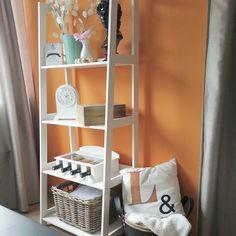 Wandrek en oranje muur, lekker fris en mooi met koper en mint!