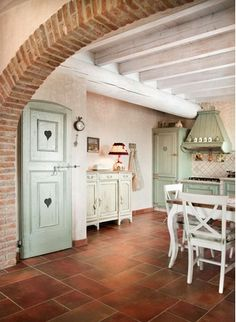 Vicky's Home: Una casa en la Provenza / House in Provence KD - archway between kitchen and den? Cozy Kitchen, Farmhouse Style Kitchen, Country Kitchen, Cottage Living, Cozy Cottage, Cottage Style, Archways In Homes, Vibeke Design, Provence Style