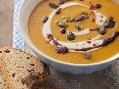 Kürbis-Paprika-Cremesuppe ist ein Rezept mit frischen Zutaten aus der Kategorie Cremesuppe. Probieren Sie dieses und weitere Rezepte von EAT SMARTER!