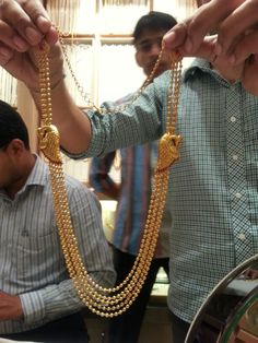 Gundu mala Gold Chain Design, Gold Jewellery Design, Gold Wedding Jewelry, Gold Jewelry, Gold Necklace, Gold Earrings Designs, Necklace Designs, Gold Bangles, Making Ideas