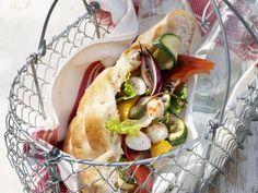 Gefülltes Fladenbrot mit Grillgemüse und Mozzarella ist ein Rezept mit frischen Zutaten aus der Kategorie Gemüse. Probieren Sie dieses und weitere Rezepte von EAT SMARTER!