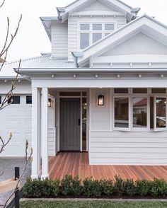 Exterior Colonial, Cottage Exterior, House Paint Exterior, Exterior House Colors, Interior Exterior, Exterior Design, Wall Exterior, Exterior Paint Ideas, Ranch Exterior