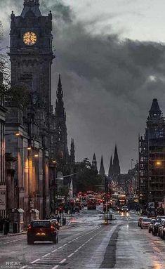 Edinburgh, the darkest place in Scotland, but it's beautiful World Photography, London Photography, Landscape Photography, Travel Photography, City Aesthetic, Travel Aesthetic, Places To Travel, Places To Visit, Street Art London