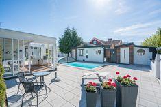 Poolmiljö när den är som bäst - på Tvärvägen 4 i Söndrum, Halmstad Inlägg: Drömmer du om en pool?