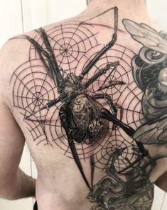 tatouage spider par stephane bueno tatoueur studio black corner tattoo valence #tattoo #tattoos #tattooed #tattooart #tattooartist #tattooist #tattooing #ink #inked #inked #girls #angel #realistictattoo #blackcornertattoo #stephanebueno #valence #spider #blackandgrey