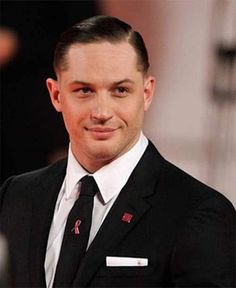 If you love modern mens haircuts full of vintage inspiration, check out our list of 30 super trendy and stylish comb over fade haircuts. Mens Hairstyles Thin Hair, Hairstyles For Receding Hairline, Undercut Long Hair, Slicked Back Hair, Cool Hairstyles, Trending Hairstyles, Clean Cut Men, Comb Over Fade Haircut, Tom Hardy Haircut