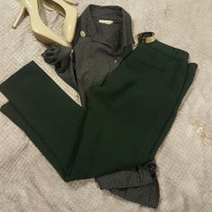 Anthropologie Charlie Trousers Cartonnier Charlie Trousers from Anthropologie. Beautiful hunter green color with pleat detail. Can dress up with pumps or down with loafers. Classic closet staple. Anthropologie Pants Ankle & Cropped