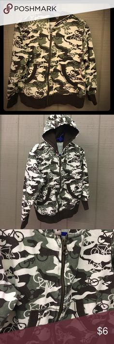 Old Navy camo bicycle hooded zip up jacket 5t Old Navy camo bicycle hooded zip up jacket 5t Old Navy Jackets & Coats