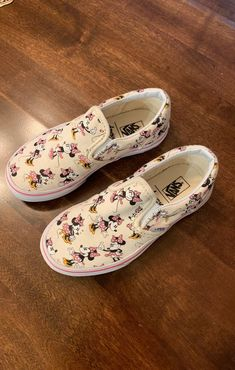 Girl Minnie Mouse Vans Shoes on Mercari Disney Vans, Disney Shoes, Cute Disney, Vans Shoes Fashion, Shoes Sneakers, Custom Vans, Custom Shoes, Best Yoga Clothes, Minnie Mouse