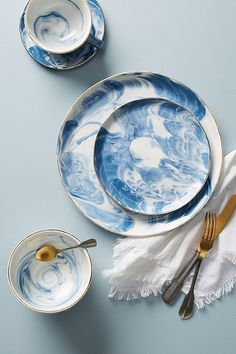 Discover unique Dinner Plates at Anthropologie, including the season's newest arrivals. Pottery Painting, Ceramic Painting, Ceramic Art, Anthropologie, Blue Kitchen Decor, Kitchen Ideas, Terracotta, Dinnerware Sets, Modern Dinnerware