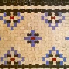 WWA. Dom Wedla/Granatu. Gorseciki w łazience. 1937..Puławska 24a Juliusz Żórawski .  #poland #polska #warszawa #warsaw #mokotów #moko #mok #wwa #architektura #architecture #modernism #modernizm #warszawskimodernizm #polisharchitecture #polandarchitecture #architekturapolska #retro #artdeco #grid #pattern #rythm #floor #tiles #raster #tiling #gorseciki #ornament #fallinlovewithwarsaw