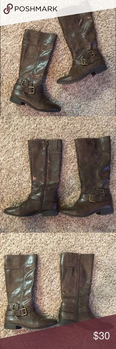 VGUC Nine West Riding Boots kids nine west riding boots in very good condition. minimal signs of wear- only worn a handful of time. kids 3.5 fits women's 5.5-6. side zip and stretchy top. perfect for shorter ladies Nine West Shoes Boots