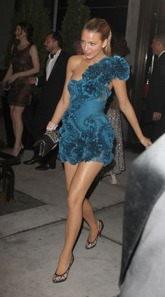 Beauty And Fashion Beautiful Women Pictures, Beautiful Legs, Gorgeous Women, Blake Lively Dress, Short Outfits, Short Dresses, Black Lively, Blake Lively Ryan Reynolds, Seductive Women