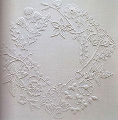 영문판 19.5 x27.5 cm 104p 마운트멜릭 자수는 아일랜드 특유의 흰색 자수의 일종입니다. Mountmellick 자...