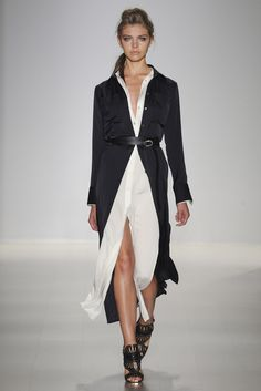Marissa Webb Spring 2015 Ready-to-Wear Collection Photos - Vogue Fashion Casual, Look Fashion, Runway Fashion, Fashion Show, Womens Fashion, Fashion Design, Fashion Trends, Fashion 2015, Black And White Outfit