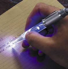 Night Writer LED Pen This cool pen has a built-in blue LED light that illuminates the page for easy writing at night without disturbing others Gadgets And Gizmos, Cool Gadgets, Take My Money, Cool Inventions, Writing Tips, Easy Writing, Writing Inspiration, Things To Buy, Innovation