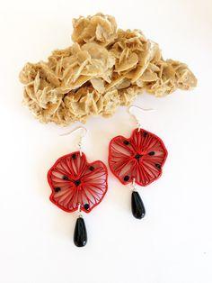 orecchini in carta quilling Flora_04 rossi con pietra nera a goccia