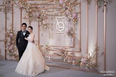 Amazing decor we swoon for! Wedding Stage Design, Wedding Designs, Wedding Wows, Floral Wedding, Wedding Centerpieces, Wedding Decorations, Backdrop Frame, Marriage Decoration, Wedding Store