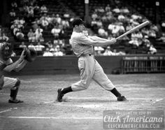 """Called """"the most extraordinary thing that ever happened in American sports,"""" the streak began on May 1941 when DiMaggio went against Chicago White Sox hurler Eddie Smith. Baseball Records, Sports Baseball, Baseball Players, Sports Teams, Joe Dimaggio, Yankees Fan, New York Yankees, Damn Yankees, Baseball Pictures"""