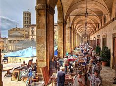 Movie lovers guide to #Tuscany #arezzo #piazzagrande