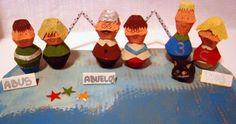 Muñecos con hueveras Egg Cups, Family Portraits, Coasters, Diy, Dolls, Ideas, Handmade Dresses, Egg Crates, Ink Drawings