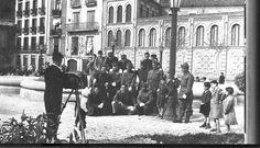 Foto 5 - (Eusebio Mina) Febrero 1954. Calle Taconera con la fuente luminosa (que no llegó a terminarse). En este mismo año, en plena época franquista, se quitó esta fuente sin acabar de construir y se traslado al centro de la Plaza de Mola, hoy en día Merindades. En su lugar se instaló en el lugar el monumento a la Inmaculada sobre columna de mármol y al modo clasicista, que es la que actualmente permanece.