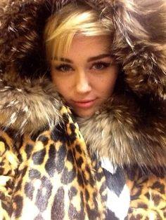 Miley cyrus in raccoon fur hood Beautiful Celebrities, Beautiful Women, Juicy J, Under Your Spell, Cher Lloyd, Fashion Fail, Woman Crush, Miley Cyrus, Musica
