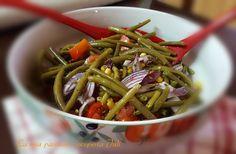 Insalata di fagiolini e mais,in sicilia questa insalata con patate,cipolla rossa,pomodori,origano,mais,non manca mai,nelle nostre tavole.