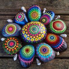 "1,359 Likes, 33 Comments - Yulia (@yuliart.dots) on Instagram: ""#YuliaArtDots #Yulia #stoneflower #mandala #pebbles #rocks #stones #dots #dotting #dotartpainting…"""