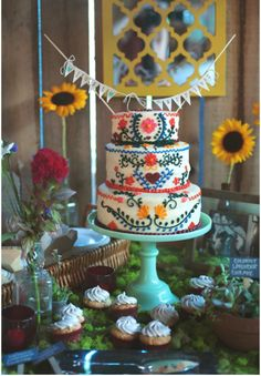 WEDDING CAKE INSPIRATION // // #cake #dessert #topper #colour #icing #wedding #inspiration