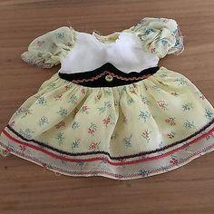 Schoene-alte-Puppenkleidung-suesses-Puppenkleid-Dirndl-50er-60er-Jahre