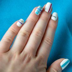 Motif écossais | Decorationgles. Tuto : http://onglesdecoration.com/2012/11/28/motif-ecossais-sur-les-ongles-pas-a-pas/