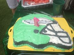 Don't know what kind of cake to get for your St. Patrick's Day party? Think #FlyEaglesFly