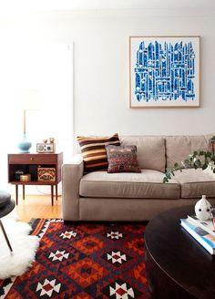 Kilim rug. living room. midcentury table. ceramic lamp.