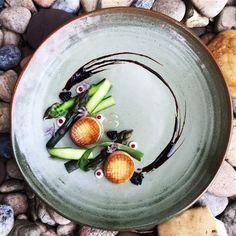 Grilled oyster mushroom, blanched asparagus, garlic oil, balsamic vinegar and vegetarian caviar.