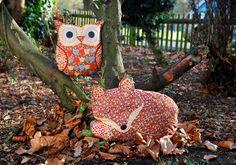 Coussins hibou et renard de Sass & Belle en tissus fleuris / #coussin #hibou #renard http://www.sassandbelle.co.uk/