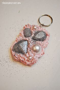 Decoden Key Chain Tutorial - see the full how to using Mod Podge Collage Clay, Mod Melts and Molds #decoden and mixed media crafts #plaidcrafts #DIY #modpodge