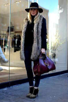 Street style moda en la calle tendencias fur   Galería de fotos 24 de 45   VOGUE