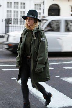 Parka e um chapéu são ótimas combinações agora pro inverno