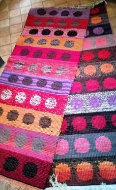 Rug Inspiration, Rugs On Carpet, Carpets, Recycled Fabric, Woven Rug, Rug Making, Colorful Rugs, Wool Felt, Needlework