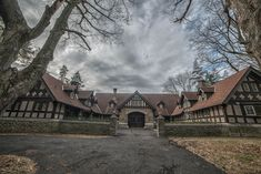Photographer Kris Catherine gives an exclusive look inside the opulent mansions of Elkins Estate Old Mansions, Mansions For Sale, Abandoned Mansions, Abandoned Castles, Abandoned Places, Historical Architecture, Architecture Details, Staircase Drawing, Elkins Park