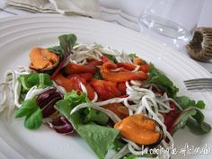 la cocina de aficionado: Ensalada de pimientos asados, gulas y mejillones