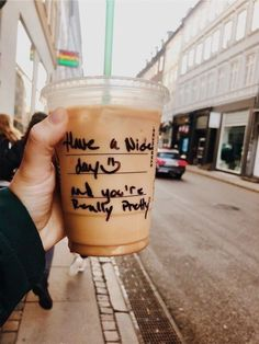 Health Benefits Of Coffee Starbucks Drinks, Starbucks Coffee, Iced Coffee, Coffee Drinks, Coffee Tables, Coffee Cups, But First Coffee, Coffee Love, Coffee Break